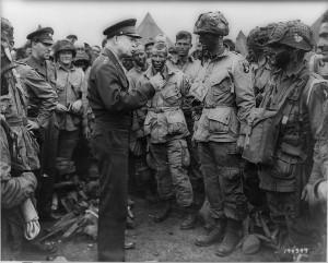 Eisenhower och hans trupper 1945